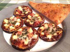 пиццетти меланзане - мини-пиццы, где вместо теста идет кружок баклажана. Они могут быть по составу, как классическая пицца