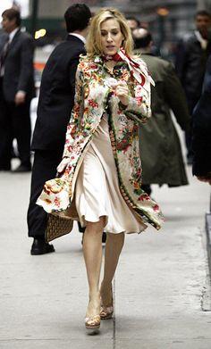 ude+Calvin+Klein+dress+and+colorful+vintage+coat.jpg (350×580)