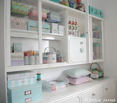 fun and happy craft room Sewing Room Organization, Craft Room Storage, Paper Storage, Craft Rooms, Organizing Tips, Storage Organization, Storage Ideas, Space Crafts, Home Crafts