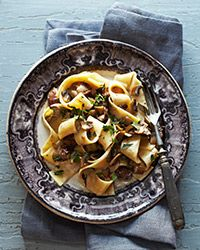"""Pappardelle with Chicken Livers and Mushrooms - The humble chicken liver adds depth to this luscious dish—no wonder it's the new """"it"""" ingredient. Plus: Pasta Recipes and Tips … Wine Recipes, Great Recipes, Cooking Recipes, Favorite Recipes, Skillet Recipes, Easy Recipes, Chicken Liver Recipes, Quiche, Chicken Livers"""