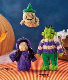 A frightening witch, endearing Frankenstein's monster and mischievous ghost… does Halloween toymaking get any better than that? Sachi's latest toys are ideal for ghoulish decorations or games come October. Don't forget to leave long tails at Halloween Knitting Patterns Free, Animal Knitting Patterns, Halloween Patterns, Crochet Patterns, Poncho Patterns, Halloween Toys, Halloween Crochet, Easy Halloween, Loom Knitting