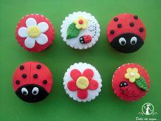 Dolci da sogno...Cupcake coccinella Cupcakes Fondant, Fondant Cake Designs, Giant Cupcakes, Cupcake Cookies, Pretty Birthday Cakes, Baby Birthday Cakes, Snowman Cupcakes, Holiday Cupcakes, Ladybug Cakes
