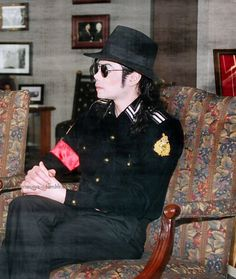 You give me butterflies inside Michael. Jackson Music, Jackson 5, You Give Me Butterflies, Michael Jackson Rare, King Of Music, Hold My Hand, Military Jackets, Give It To Me, Singer