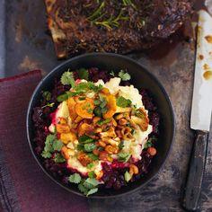 Wild, Pilze, Kartoffeln & Rote Bete aus der Herbstküche verbreiten mit Zimt, Piment und Sternanis Vorfreude auf die nahende Adventszeit.