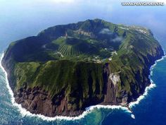 Aerial view of Aogashima Island, the most isolated inhabited island of the Izu archipelago, Japan (by Izu, Beautiful Vacation Spots, Beautiful Places In The World, Philippines, Pamukkale, Bohol, Album Photo, Free Travel, Travel Log