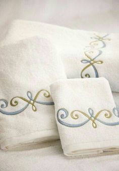 NEW Pilbeam Embroidered Hand Towel /& Soap Set Silver Swan