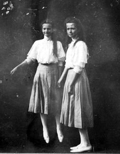Levitating Tatiana together with Grand Duchess Olga circa 1909 ""