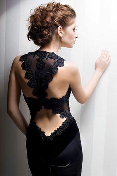 une élégante robe de soirée dentelle noire