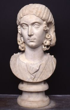Female portrait Sculpture First half of 3rd century AD Marble cm 54 / Palazzo Nuovo / Through the rooms - Musei Capitolini