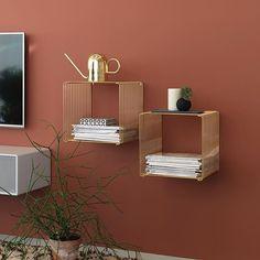 The perfect display shelf. Panton Wire limited edition gold. #montanafurniture #panton #pantonwire #homedecor #livingroomdecor #golddecor