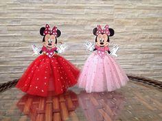 Tubetes decorados e personalizados com o tema de sua escolha. Possuímos todos os temas.   Ideal para confeitos, composição de mesa de guloseimas e etc.   As imagens são impressas e cortadas em papel de qualidade fotográfica de excelente resolução. Aplicação de fita de cetim e aplicação de cola co... Minnie Mouse Birthday Decorations, Minnie Mouse 1st Birthday, Minnie Mouse Pink, Baby Mickey, Mickey Minnie Mouse, Mickey Mouse Crafts, Baby Shower Deco, Birthday Backdrop, Minne