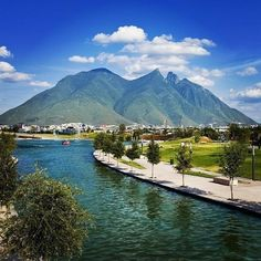 El Paseo Santa Lucía es un canal o río artificial y vía peatonal que se encuentra ubicado en el primer cuadro de la ciudad de #Monterrey, Nuevo León, al noreste de México.¿De tu ventana solamente se ven edificios? | #OjalaEstuvierasAqui