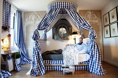 HervePierre... those sheets, that fabric!