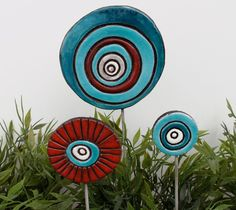 Abstract funky garden art - ceramic garden decor - garden art stakes - large love bubble - choose your color. €15,00, via Etsy.