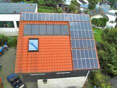 Montage von Photovoltaik-Kollektoren auf Hausdach durch das Dachdeckergeschäft Johannes Diefenthal GmbH in Wuppertal (42349)   Dachdecker.com