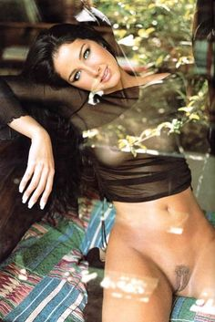 Vale a pena ver de novo, Helen Ganzarolli, a garota da banheira do Gugu, sem roupa e sem espuma.Modelo, atriz, apresentadora de TV e ex-assistente de palco