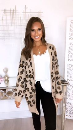 Playful Personality Beige/Black Animal Print Cardigan - This unique cardigan is so wonderfully cuddly! Source by shopthepinklily - Casual Teacher Outfit, Cute Teacher Outfits, Business Casual Outfits, Professional Outfits, Teacher Style, Cute Teacher Clothes, Elementary Teacher Outfits, Student Teaching Outfits, Stylish Mom Outfits