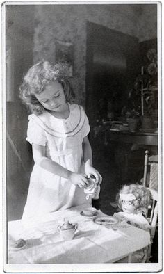 """Little Helen Marie Magargee having tea with her dolly. According to the back of this vintage photo, she lived in Mercer, PA and was a """"living doll"""". (This photo is a flea market find). Vintage Children Photos, Vintage Girls, Vintage Tea, Vintage Pictures, Old Pictures, Vintage Images, Old Photos, Antique Photos, Little Girl Poses"""