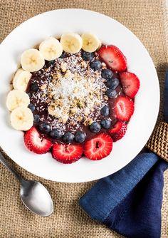 "Fresh and fruity ""Oahu Acai Breakfast Bowl"" via veggiechick.com #vegan #antioxidants"