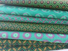 En Web!!! Tela shweshwe africana. Con certificación de origen en su reverso, ancho 90 cm y 100% algodón. #telasafricanas #telas #tiendatelas #telasonline #color #tapizar #moda #costura #coser #decor #handmadesewing #sew #sewing #otoño #tendencias Shweshwe Dresses, Textiles, Royce, Ankara, Fabrics, Crafts, Shoe, Design, Diy