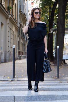 CRÉDITOS:  camiseta: My Basic  calça: Nk Store  bota: Zara  braceletes: Stephanie Stein