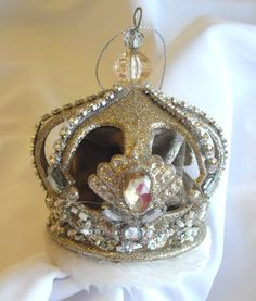 Majesty Crown Ornament, CL558c