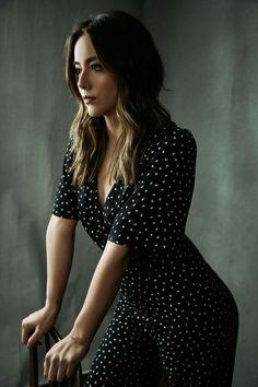 Chloe Bennett, Beautiful Celebrities, Beautiful Actresses, Celebrity Style, Short Sleeve Dresses, Celebs, Lady, Faces, Curiosity