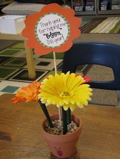 """Make flower pens for a Family gift, teacher gift """" Thank you for helping me BLOOM this year"""""""