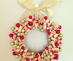 awesome DIY christmas wreath ideas green red ornaments wine cork