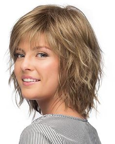 New Bob Haircuts 2019 & Bob Hairstyles 25 Bob Hair Trends for Women - Hairstyles Trends Short Hair With Layers, Short Hair Cuts, Choppy Layers, Hairstyles For Medium Length Hair With Layers, Shoulder Length Layered Hair, Medium Length Layered Hair, Choppy Layered Haircuts, Shaggy Medium Hair, Shag Hair Cut
