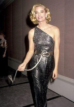 Cybill Shepherd at an event for The Annual Golden Globe Awards Satin Dresses, Nice Dresses, Formal Dresses, Golden Globe Award, Golden Globes, 50s Actresses, Teresa Wright, Cybill Shepherd, Olivia De Havilland
