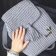 Crochet backpack pattern inspiration / crochet bag from t-shir yarn Crochet Handbags, Crochet Purses, Crochet Bags, Diy Crafts Crochet, Crochet Projects, Crochet Backpack Pattern, Crochet Stitches, Confection Au Crochet, Crochet Hats