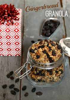 This Gingerbread Granola is the best winter breakfast! It also makes a fantastic holiday gift for Christmas. Recipe from Real Food Real Deals #sponsored #SweetNaturally