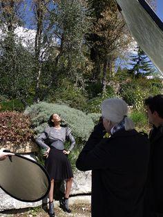 """Una bellissima modella, Joan Smalls, una slendida location, le Colline del Chianti, una borsa strepitosa, ed infine: """"Una giornata Fendi nel cuore della Toscana """" è il titolo della campagna che il Kaiser della moda, monsieur Karl Lagerfeld, ha scelto per presentare l'ultima collezione de Fendi Autunno Inverno 2012-13."""