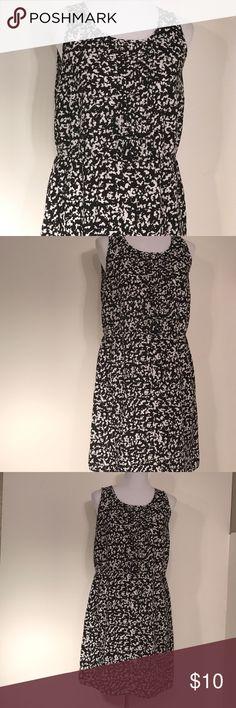 "Sleeveless black white midi lightweight dress 6 Msg by mango 100% polyester night neck sleeveless loose gathered waist. 19.5 bust 35"" dress length inventory #9 mng by mango Dresses Midi"