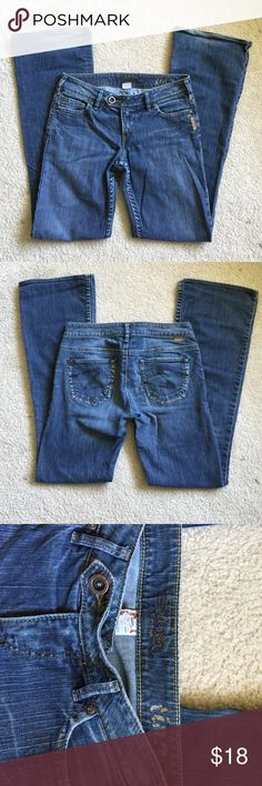 Silver jeans Size 27 silver jeans. No tears rips or stains Silver Jeans Jeans Boot Cut