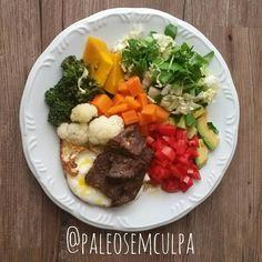 Almoço e primeira refeição do dia: abacate tomate salada verde abóbora brócolis couve flor cenoura ovo e bife de fígado. Ainda não sei acertar no ponto do fígado mas quem sabe na próxima.  #dieta #dietas #dietasemsofrer #dietasemfome #dietasaudavel #dietasempre #primal #realfood #paleo #paleolitica #paleofood #paleoliving #paleodiet #jejumintermitente #intermitentfasting #fasting #paleostyle #paleosp #mydiet