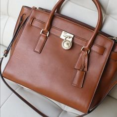 MICHAEL Michael Kors Hamilton Large Traveler Tote MICHAEL Michael Kors Hamilton Large Traveler Tote. Rarely used and in excellent condition. Comes with MK storage bag! Michael Kors Bags Totes