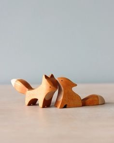 Handmade Wooden Foxes (set of Wood Carving Designs, Wood Carving Patterns, Wood Carving Art, Wood Art, Chainsaw Wood Carving, Wooden Animal Toys, Wood Animal, Wood Toys, Carved Wooden Animals