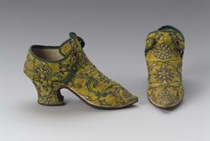 1725-1750, Europe - Pair of women's tie shoes - Silk taffeta with silk embroidery, silk binding tape, silk, linen and leather lining, and leather sole