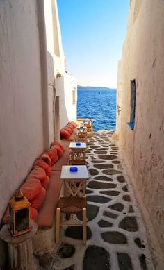 Narrow alley cafe, Mykonos / Greece (by DarkB4Dawn). (It's a beautiful world)