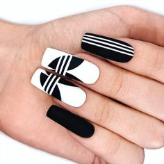 Nail Vid – Adidas nail art by adidas nails using Emily Anton alpine snow and black onyx Source Edgy Nails, Grunge Nails, Stylish Nails, Black Nails, Matte Black, Black Onyx, Halloween Acrylic Nails, Simple Acrylic Nails, Black Nail Designs