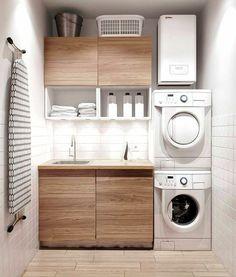 amenagement-buanderie-petit-espace-placards-en-bois-deux-machines-superposées