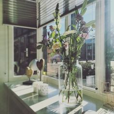 Binnenkijken bij coraline - Fresh flowers, love it! ✨