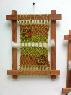 bastidores madera telares decorativos chile - Buscar con Google Tapestry Weaving, Loom Weaving, Diy And Crafts, Arts And Crafts, Crochet Bracelet, Woven Wall Hanging, Projects To Try, Holiday Decor, Handmade