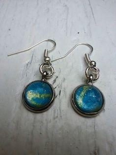 Ronde oorbellen cabochon glas met blauw goud en door pristown, €8.50