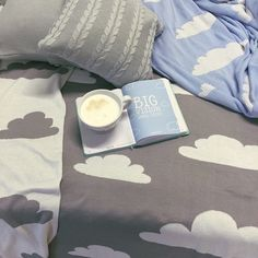 Grey clouds on the sky and on our cotton blanket shouldn't upset you. If you want to make this day better just make your summer to-do list with #ohmybook.