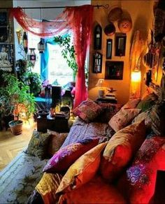 Full Colors DIY Boho Bedroom Decor Ideas Simply put, bohemian decor is about mixing, matching, coloring and smartly placing of unique items at a location. When it has to do with bohemian deco… Hippy Bedroom, Boho Bedroom Decor, Boho Room, Room Ideas Bedroom, Bedroom Vintage, Gothic Bedroom, Decor Room, Bohemian House, Bohemian Living