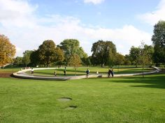 A sunny day in Hyde Park Hyde Park, Sunny Days, Golf Courses, Castle, London, Architecture, Places, Baby, Arquitetura