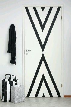 Washi tape art deco home Diy Casa, Washi Tape Diy, Duct Tape, Masking Tape Wall, Tape Wall Art, Washi Tapes, Painted Doors, Painted Bedroom Doors, Dorm Decorations